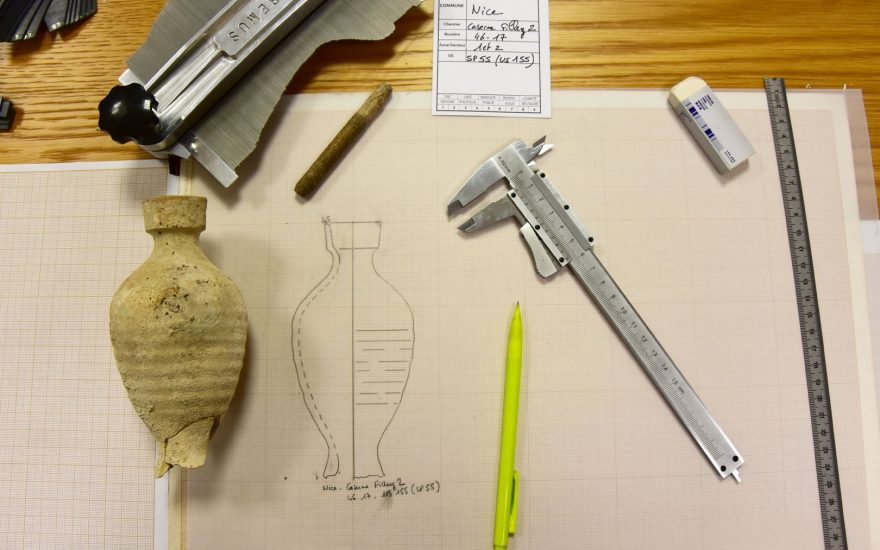 1m 30 pour voir comment on dessine une céramique