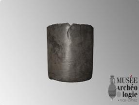 Gobelet en argent découvert dans la tombe d'Aelia Maria au monastère de Saint-Pons.