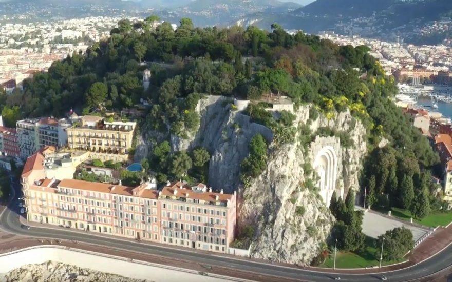 Regards croisés : la colline du Château