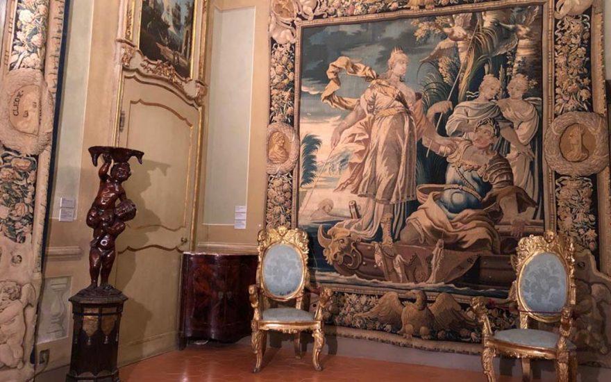 La restauration d'une tapisserie: la tenture de Cléopâtre