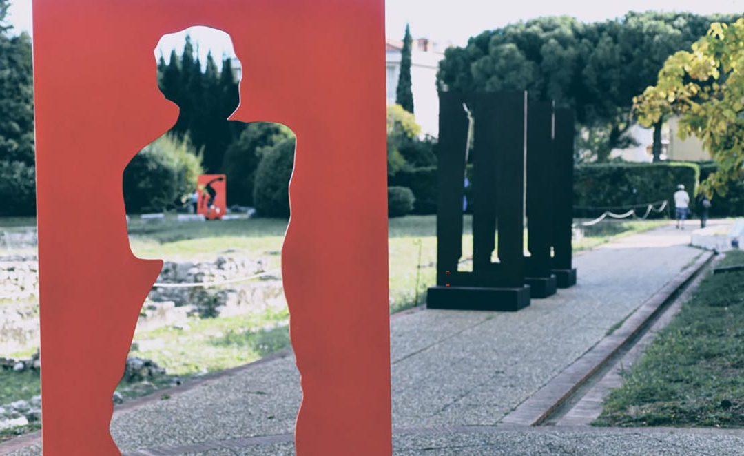 Reportage à l'occasion de l'exposition «Sosno squatte l'Antique» au Musée d'Archéologie de Nice